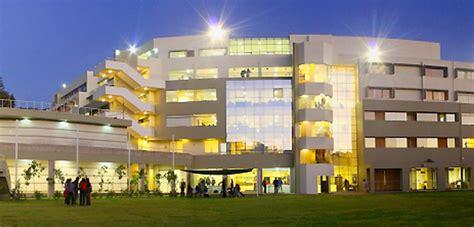 Estudios de grado, máster oficial y doctorado. Universidad Católica San Pablo