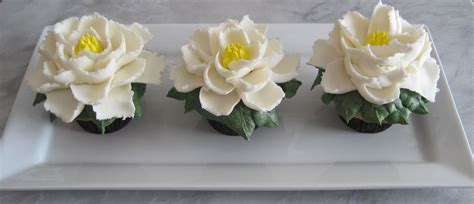 cupcakes large buttercream flower cupcakes  easy