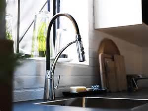 mischbatterie küche fotostrecke mischbatterie quot aleskär quot für die küche bild 2 schöner wohnen