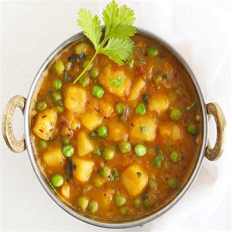 Potato, Onion and Green Peas Curry Recipe: How to Make