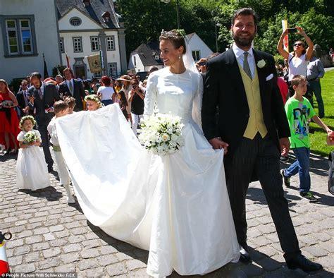 german prince weds  american model girlfriend