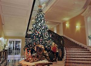 Claridge's Unveils Dolce & Gabbana Christmas Tree