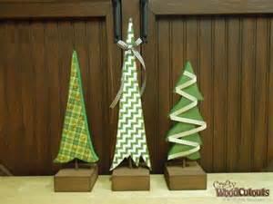 3 Christmas Trees on Dowels