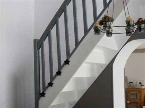 Peindre Un Escalier En Gris Et Blanc by L Escalier Photo 2 18 L Escalier Repeint En Gris Fonc 233