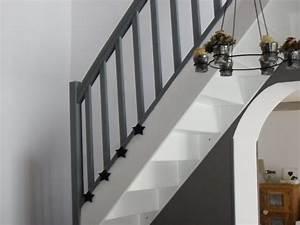 escalier peint en gris et blanc 20171017042220 tiawukcom With peindre les contremarches d un escalier en bois 17 escalier peint 16 idees peinture escalier bricobistro