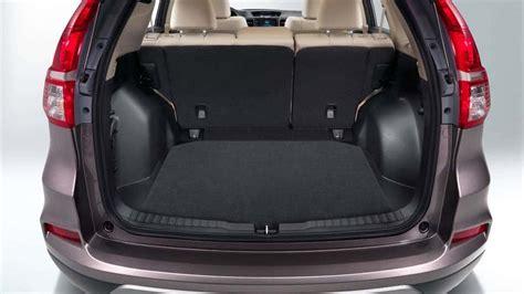 Crv Interior Space by Honda Cr V Vs Ford Escape Whose Cross Packs More