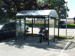Abri Moto Bois : abris moto largeur mobilier urbain design ~ Melissatoandfro.com Idées de Décoration