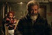 《追殺胖老爹》梅爾吉勃遜化身聖誕老人,老年求生路意外招來殺身之禍! | manfashion這樣變型男