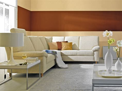 Farbige Wand Hinter Sofa
