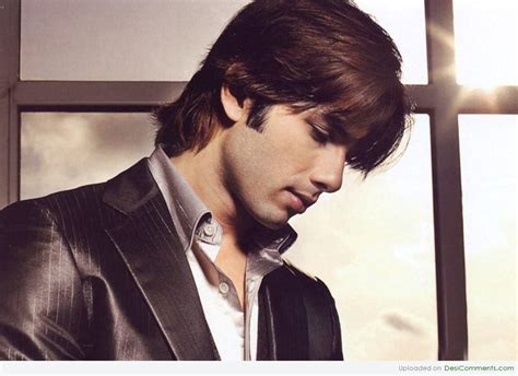 shahid kapoor giving side face pose desicommentscom