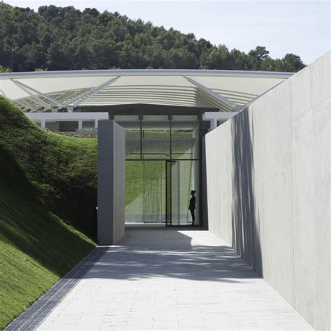 Château La Coste Art Gallery / Renzo Piano Building ...