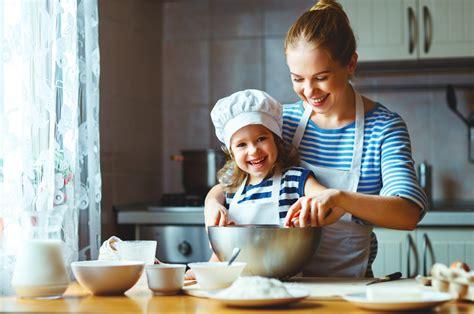 cuisiner avec enfants quel bonheur de cuisiner avec enfant menu enfant