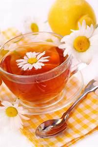 Tee Im Glas : kamillentee im glas stockfoto bild von therapeutisch 9955782 ~ Markanthonyermac.com Haus und Dekorationen