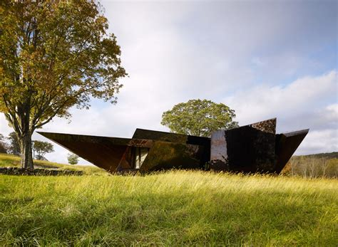 daniel libeskind connecticut house 18 36 54 house with a bronzed metallic exterior by daniel libeskind homeli