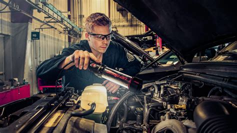 Auto Mechanic Career Information by Entry Into A Career As An Automotive Service Technician