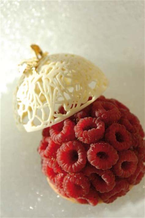 pompon de framboises fraiches en douceur de chocolat blanc