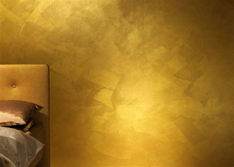 einrichten mit farben goldene wandfarbe und moebel fuer