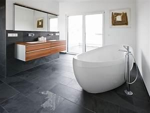 Schiefer Fliesen Grau : schiefer mustang fliesen so wird aus einem badezimmer im ~ Michelbontemps.com Haus und Dekorationen