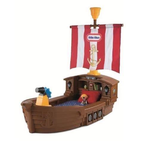 chambre bateau pirate lit enfanttle tikes lit enfant bateau de pirate 177 x 102