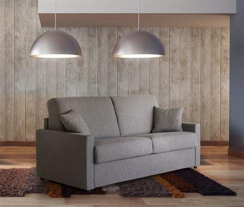 meuble canape salon en cuir moderne ou rustique en exposition permanent