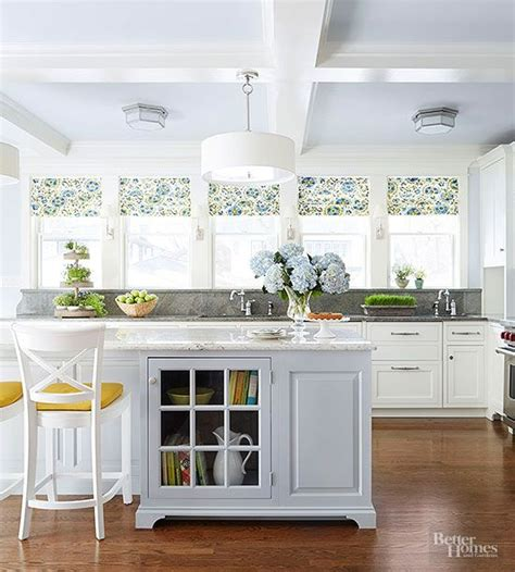 cottage style kitchen island best 25 cottage style kitchens ideas on 5919