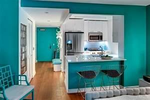 decorer les murs dune peinture turquoise 38 idees dete With bleu turquoise avec quelle couleur 3 quelle couleur choisir pour une cuisine etroite