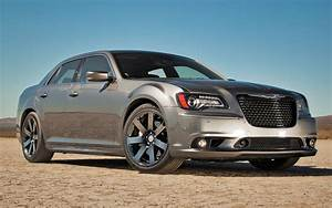 Chrysler 300 Srt8 : 2012 chrysler 300 srt8 first test motor trend ~ Medecine-chirurgie-esthetiques.com Avis de Voitures
