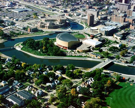 file rochester minnesota downtown aerial view jpg