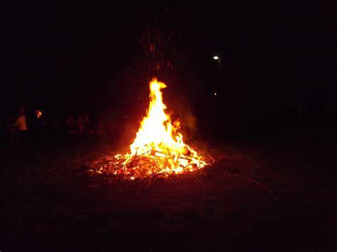 Wie Heiß Wird Ein Lagerfeuer by Lagerfeuer Lagerblick