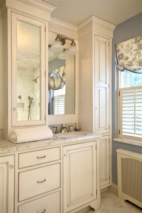 Splashy Linen Cabinet look Philadelphia Traditional