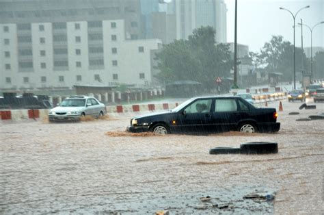Lagos: Flood takes over Lekki, Victoria Island, Ajah and ...