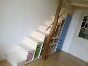 hochbett treppe die 25 besten ideen zu stauraum unter der treppe auf treppenspeicher treppen
