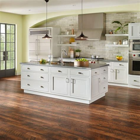 pergo flooring headquarters pergo outlast antique cherry 10 mm thick x 6 1 8 in wide x 47 1 4 in length laminate flooring
