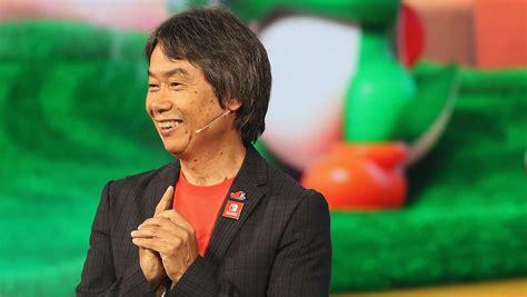 Shigeru Miyamoto Gives Tour of Super Nintendo World Theme ...