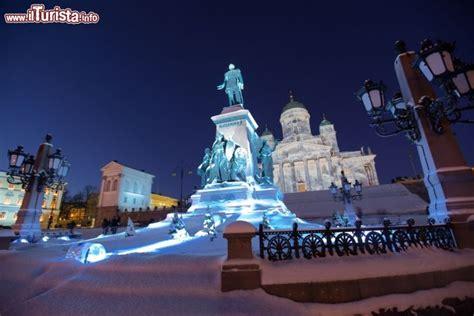 monumenti illuminati  helsinki la capitale foto helsinki