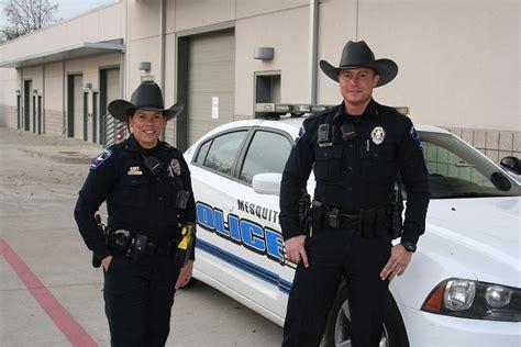 foto de Mesquite Police Officers begin wearing cowboy hats