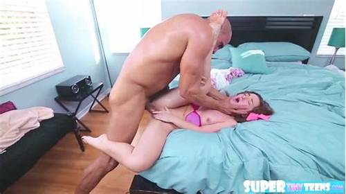 Dad Banged Bambi Brooks Wide Spread Deepthroats #Tiny #And #Big #Ass #Bambi #Brooks #Gets #Hammered #By #Dudes