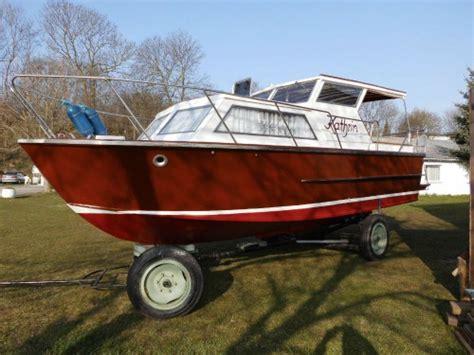 J Boats 88 Gebraucht by Gepflegtes Vorderkaj 252 T Motorboot Aus Holz