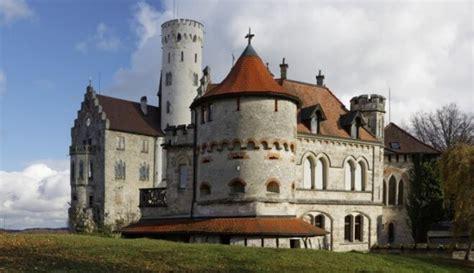 Lihtenšteinas pils, kas izskatās kā no princešu un ...