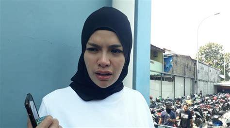 Nikita Mirzani Terpaksa Pamer Foto Tanpa Hijab Kenapa