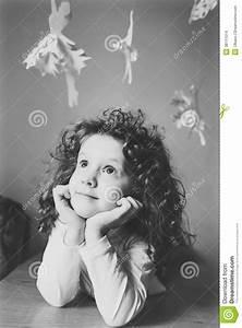 Fille Noir Et Blanc : portrait noir et blanc de petite fille images stock ~ Melissatoandfro.com Idées de Décoration