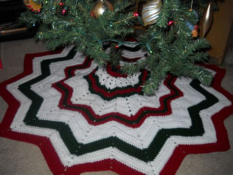 crochet attic christmas stuff free tree skirt pattern
