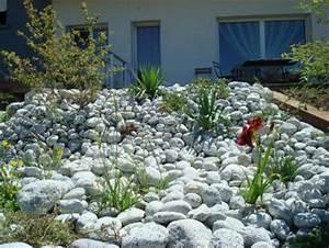 zag bijoux decoration de jardin avec des galets With grosse pierre decoration jardin 2 la galerie photos les jardins de bastide paysagiste