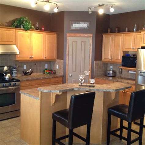 color ideas for kitchen walls and cabinets maple kitchen cabinets and wall color kitchen remodel idea for the home maple
