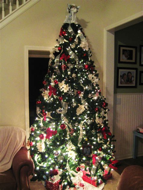 how to fix a leaning christmas tree savvy chic home o tannenbaum