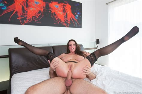 Bbw Pornstar Angela White Is Left With A Gaping Anus After