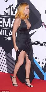 Ellie Goulding Is Joined At EMAs 2015 By Ruby Rose And