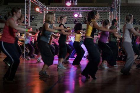 zumba class instructor fitness beginner tips workout leuven dance crowd event beginners shake cimm ways breaks office flickr