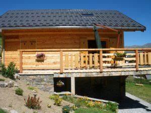 construire balcon suspendu bon prix terrasse bois With idee deco maison neuve 10 amenagement dune terrasse en bois composite gris