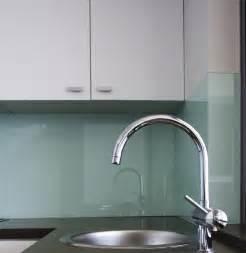 küche mintgrün moderne glas küchenrückwand designs bieten spritzschutz